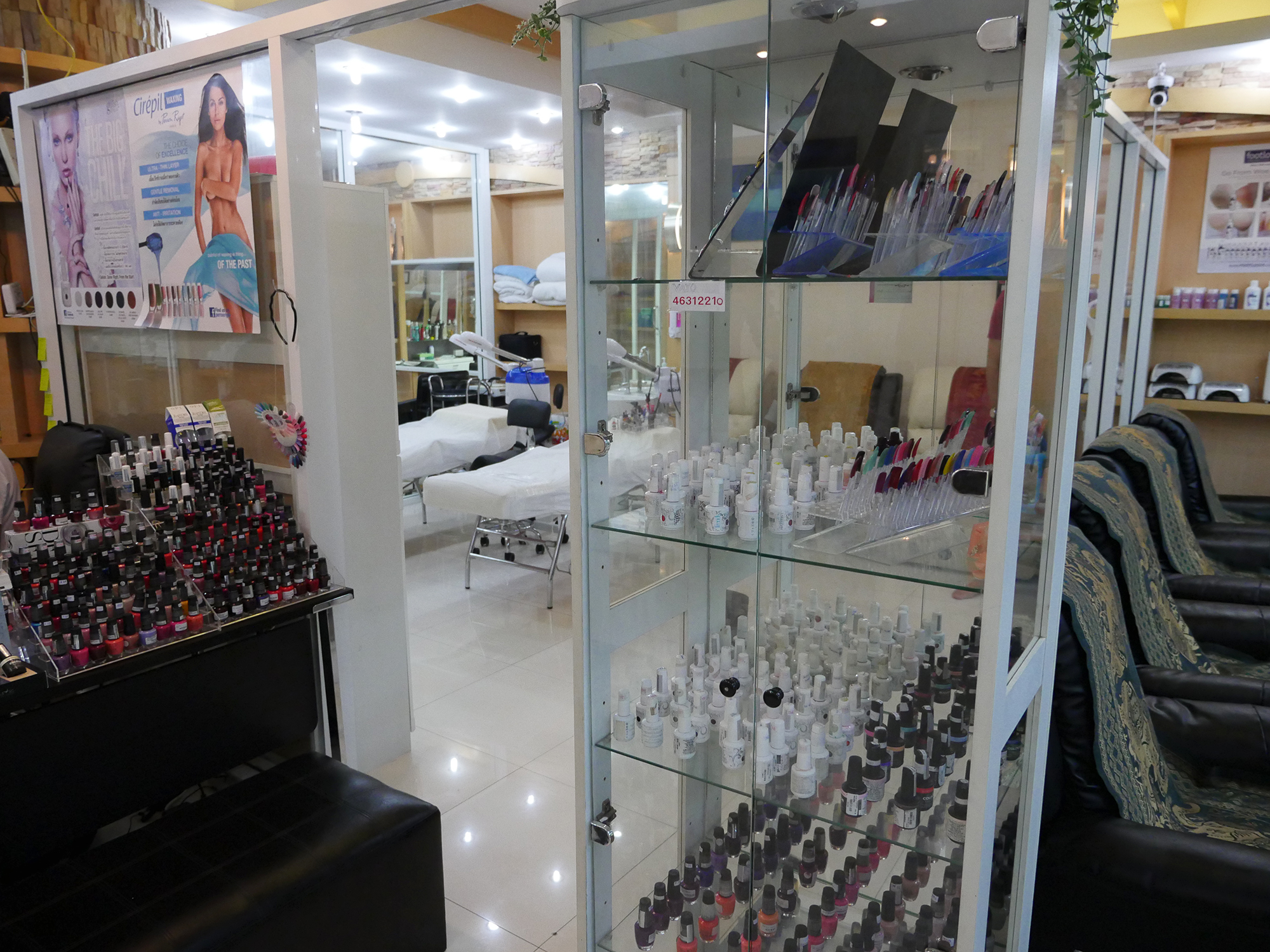 SHELLAC-NAILS-IN-PATONG-BEACH